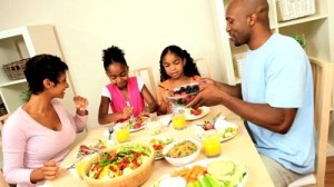 family-eating-healthy-low-fat-lunch